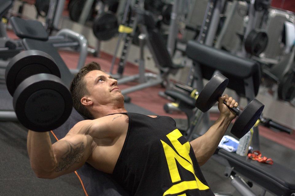 Ezért fogysz többet a súlyzós edzésektől